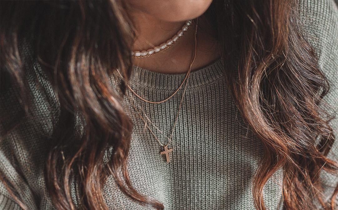 5 reglas básicas para combinar tus joyas favoritas por Fer Lacayo